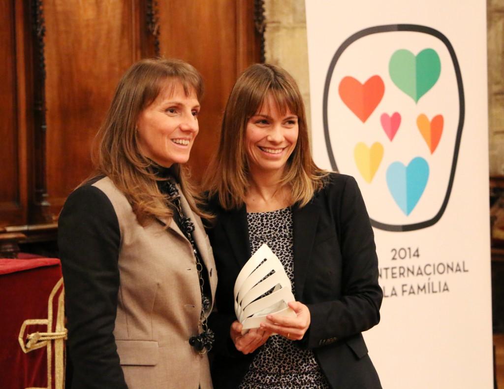 Mónica Sánchez, directora general de Criteria RRHH, recibiendo el premio el año pasado.
